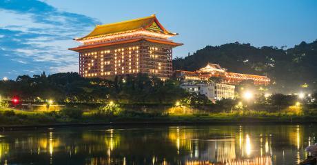 temple-in-taiwan-with-zero-lit.jpg